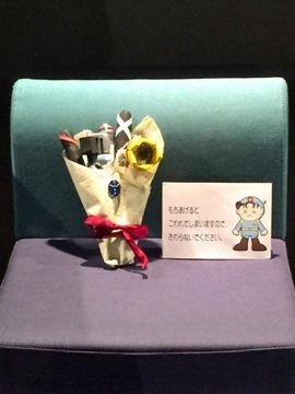 例の花束とペンダント@向日市天文館